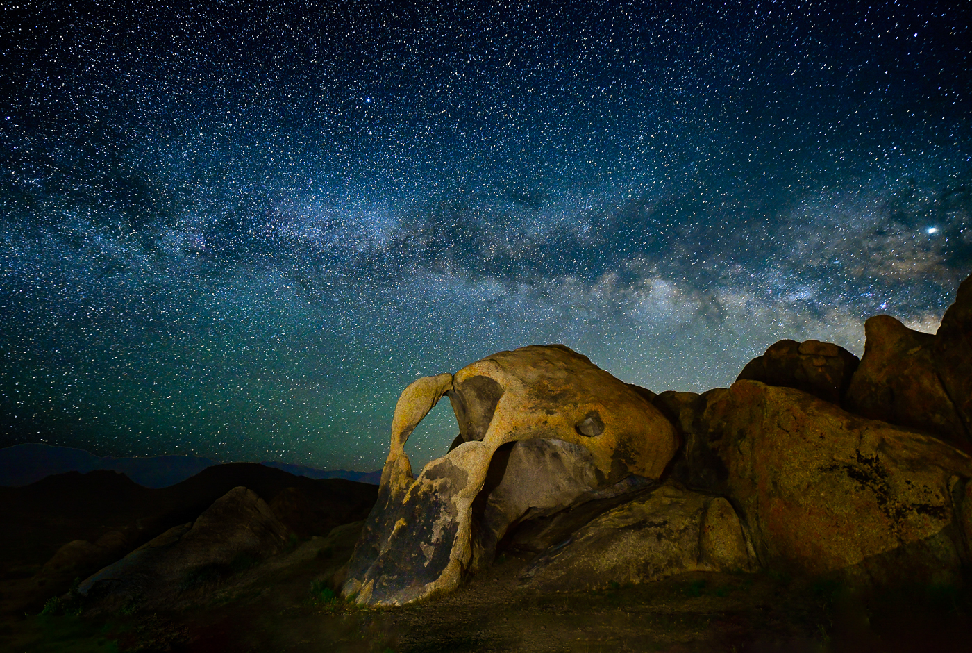 35Open_Lily_Chang_1_Cyclops_Arch_under_Milky_Way