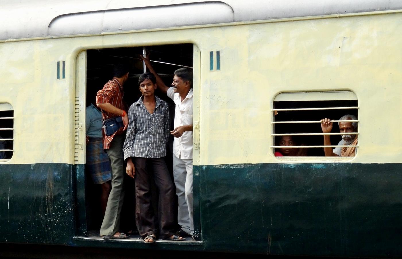 DCC-11Shoshana_Brower_1_Traveling_India